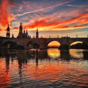 Sí, ahí estaba yo, cómo no ????vaya atardecer ? ? ? ?? Gracias @fotosediles por su preciosa foto y por etiquetarnos.  Os invitamos a visitar su galería. ? ? ? ?? Síguenos y etiqueta tus fotos con el hashtag @MirAragon . . . · ? ? ? ?? Zaragoza ? ? ? #Aragon  #MirAragon  #Aragón  #España  #casabiescas #viaje #travel  #visitspain  #photography  #naturaleza  #nature  #tourism  #spain  #AragontuReino #SoñasteAragon #zaragoza #aragon #AragontuReino #asi_es_aragon #estaes_aragon #FotosDeZaragoza #fotosediles #zaragozatudestino #arardecer  #loves_spain #aragonloverss #naturaleza_aragon #RegalaZaragoza #somoinstagramers #sunset
