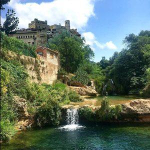 Increíble arquitectura y preciosos paisajes... ¿se puede pedir más? ? ? ? ?? Gracias @raulig por tus preciosas fotos y por etiquetarnos. Os invitamos a visitar su galería. ? ? ? ?? Síguenos y etiqueta tus fotos con el hashtag @MirAragon . . . · ? ? ? ? ?? Valderrobres (Teruel) ? ? ? #Aragón  #teruel #valderrobres #miraragon  #casabiescas #town #matarranya #senderismo  #mountains #rural #lospueblosmbe #naturaleza  #nature  #travel #autumn  #adventure #architecture #hike #capture #paisaje  #trekking  #Instagood  #photo #aragon  #españa #spain #pueblo #hiking #trip #viaje