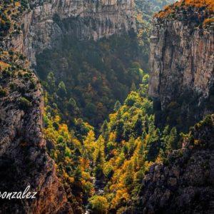 En el corazón del Maestrazgo turolense. Por lugares tan maravillosos como éste pertenece a la red de Geoparques de la UNESCO. ? ? ? ?? Gracias @javiergonzalez.martin por tus preciosas fotos y por etiquetarnos. Os invitamos a visitar su galería. ? ? ? ?? Síguenos y etiqueta tus fotos con el hashtag @MirAragon . . . · ? ? ? ? ?? Aliaga (Teruel) ? ? ? #aliaga #Aragón  #teruel  #miraragon  #casabiescas #unesco  #maestrazgo  #senderismo  #mountains #rural #fall #naturaleza  #nature  #travel  #autumn  #adventure #architecture #hike #capture #paisaje  #trekking  #Instagood #photo  #aragon  #españa  #spain #pueblo  #hiking #ruraltop  #viaje