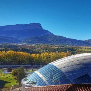 Descubre Jaca!!! ????? ? ? ? ?? Gracias @charotaborda por su preciosa foto y por #repost .  Os invitamos a visitar su galería. ? ? ? ?? Síguenos y etiqueta tus fotos con el hashtag @MirAragon . . . · ? ? ? ?? Aragón ? ? ? #Aragon  #MirAragon  #Aragón  #España  #casabiescas #viaje #mountains #mountainlovers #naturephotography #naturelovers  #paisajes #sitiosparavisitar #rutasconencanto #travelphotos #travelling #rinconesdelpirineo  #jaca #jacetania #huesca #spain #conociendo_espana #pirineoaragones #megustaesterincon #rinconesdehuesca #rinconesdearagon #peñaoroel #oroel