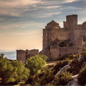 Loarre ? ? ? ?? Gracias @edu_lahoz por su preciosa foto y por #repost .  Os invitamos a visitar su galería. ? ? ? ?? Síguenos y etiqueta tus fotos con el hashtag @MirAragon . . . · ? ? ? ?? Aragón ? ? ? #Aragon  #MirAragon  #Aragón  #España  #casabiescas #viaje #naturephotography #rutasconencanto  #pirineoaragones  #loarre #castillodeloarre #castillo #castles_oftheworld #castles #castlesofinstagram #castlesoftheworld #ok_spain #visitspain #visitaragon  #travelphoto #travelworld #worldtravelpics  #bns_world #best_worldplaces #optoutside #keepexploring #letsgosomewhere #ruraltop #lifeofspain