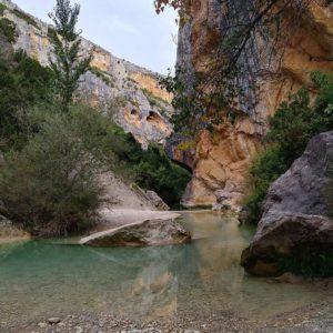 Cañones del río Vero ? ? ? ??: Gracias @manuelgillue por tus preciosas fotos y por #repost. Os invitamos a visitar su galería. ? ? ? ?? Síguenos y etiqueta tus fotos con el hashtag @MirAragon . . . · ? ? ? ? ?? Alquézar (Huesca) ? ? ? #alquezar #huesca #Aragón  #MirAragon  #casabiescas  #mountains  #naturaleza  #nature  #travel #autumn  #adventure  #paisaje  #aragon #españa #spain #viaje #outdoorphotography #disfrutandodelmonte #explorandosenderos #turismoaragon  #huesca #pirineos #alquezar #riovero #sierradeguara #igersguara