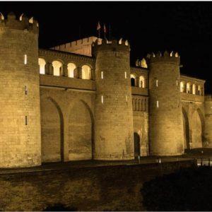 Precioso Palacio de la Aljafería de noche. Nos imaginamos áquella época taifa que la hizo nacer. ? ? ?? Gracias @turoljones por su preciosa foto y por etiquetarnos. Os invitamos a visitar su galería. ? ? ? ?? Síguenos y etiqueta tus fotos con el hashtag @MirAragon . . . · ? ? ? ?? Zaragoza ? ? #aragon  #Zaragoza  #miraragon  #Aragón  #España  #casabiescas  #sunset  #architecture  #street  #viaje #travel #trip #facade  #palace #arquitectura #tesorosdearagon #visitspain #wanderlust #photography #hike #castle #night #nature #streetphotography #instagood #tourism #turismo #walk  #spain #noche