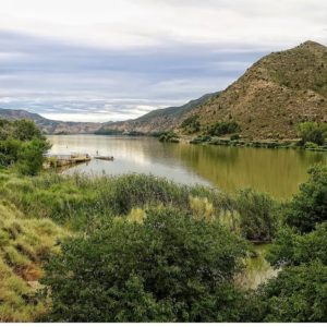 El agua nos da vida. ¡Qué gusto ver los embalses así! ? ? ?? Gracias @isabelcastroahedo por su preciosa foto y por este #repost  Os invitamos a visitar su galería. ? ? ? ?? Síguenos y etiqueta tus fotos con el hashtag @MirAragon . . . · ? ? ? ?? Mequinenza (Zaragoza) ? ? #mequinenza #aragon  #Zaragoza  #miraragon  #Aragón  #España  #casabiescas  #water  #viaje #travel #trip #facade  #fishing #pesca  #siluro #welscatfish #ebro #silure #photography #hike #naturaleza #instagood #nature #streetphotography #instagood #tourism #turismo #walk  #spain #capture
