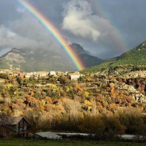 Tarde de colores y contrastes en #escalona. ??: @casaurelia . . ?? Escalona (Huesca) . . #sobrarbe #sitiosdehuesca #sitiosbonitos #casaurelia #descubrehuesca #aragonturismo #rinconesdelpirineo #miraragon #turismohuesca #sobrarbepirineos #turismorural #sitiosdeespaña #escalona #lospueblosmasbonitosdeespaña #igersaragon  #igershuesca #nature #estaes_espania #aínsa #comarcadelsobrarbe #casabiescas #ok_landscape_ #pirineoaragones #ordesaymonteperdido