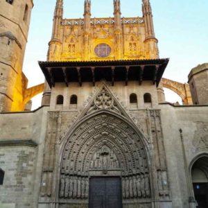 Catedral de Santa María ? ? ? ??: Gracias @charotaborda por tus preciosas fotos y por #repost . Os invitamos a visitar su galería. ? ? ? ?? Síguenos y etiqueta tus fotos con el hashtag @MirAragon . . . · ? ? ? ?? Aragòn ? ? #Aragón  #MirAragon  #mountains  #naturaleza  #nature  #travel #autumn  #adventure  #casabiescas  #Instagood  #aragon #ruraltop  #spain #Huesca #Zaragoza #Teruel  #catedral  #catedraldehuesca #gotico #huesca #hoyadehuesca #aragon #españa #megustaesterincon #rinconesdehuesca #rinconesdearagon