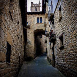 Por tierras de Aragón ? ? ? ??: Gracias @quique_coll por tus preciosas fotos y por #repost . Os invitamos a visitar su galería. ? ? ? ?? Síguenos y etiqueta tus fotos con el hashtag @MirAragon . . . · ? ? ? ?? Aragòn ? ? ? #Aragón  #MirAragon  #mountains  #naturaleza  #nature  #travel #autumn  #adventure  #casabiescas  #Instagood  #aragon #ruraltop  #spain #Huesca #Zaragoza #Teruel  #medieval #medievalworld #uncastillo #sosdelreycatolico #spain #cityscape #touristcity #visitspain #monumental #monumentalspain #castle #castlerock #historic #historico
