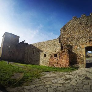 Ainsa ? ? ? ??: Gracias @yiki70 por tus preciosas fotos y por #repost . Os invitamos a visitar su galería. ? ? ? ?? Síguenos y etiqueta tus fotos con el hashtag @MirAragon . . . · ? ? ? ?? Aragòn ? ? ? #Aragón  #MirAragon  #Huesca #Zaragoza #Teruel  #mountains  #naturaleza  #nature  #travel #autumn  #adventure  #casabiescas  #aragon #ruraltop  #spain  #conociendoespaña  #pueblosdearagon #spaingraphers  #pueblosconhistoria #pueblosconencanto #ainsa #castillodeainsa #sobrarbe #pueblomedieval #puebloprecioso #pirineos #pirineus #pirineoaragonés #naturephotography