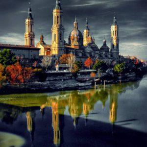 ...el Ebro no solo guarda silencio al pasar por el Pilar, también le regala un bonito reflejo para agrandar su belleza... ? ? ? ??: Gracias @manusmith13 por tus preciosas fotos y por #repost . Os invitamos a visitar su galería. ? ? ? ?? Síguenos y etiqueta tus fotos con el hashtag @MirAragon . . . · ? ? ? ?? Aragòn ? ? ? #Aragón  #MirAragon  #Huesca #Zaragoza #Teruel  #mountains  #naturaleza  #nature  #travel #autumn  #adventure  #casabiescas  #aragon #ruraltop  #spain  #conociendoespaña  #alquenolegustequenomireperoquenomoleste #reflejosqueenamoran #zgzciudadana #zaragozaciudad #zaragozaworld #zgzguia #zaragozaciudadinmortal  #hairtouchzgz #saborealaziudad #bnwsplash_spain #bnwsplash_aragon #thepicart_hdr_splash #galaicospanish