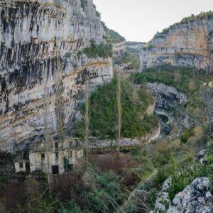 Molino en el rio Vero ????????????????????? ? ? ? ??: Gracias @fotonaval por tus preciosas fotos y por #repost . Os invitamos a visitar su galería. ? ? ? ?? Síguenos y etiqueta tus fotos con el hashtag @MirAragon . . . · ? ? ? ?? Aragòn ? ? ? #Aragón  #MirAragon  #Huesca #Zaragoza #Teruel  #mountains  #naturaleza  #nature  #travel #autumn  #adventure  #casabiescas  #aragon #ruraltop  #spain  #conociendoespaña  #riovero #vero #molino #cañon #alquezar #abandonado  #todoclick #rinconesdelpirineo #beadventurer #world_bestnature #estaes_natura  #ig_landscape_lovers #shotz_of_europe
