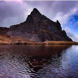 Un lugar donde disfrutar de la naturaleza y la tranquilidad. ? ? ?? Gracias @2mrs por tus preciosas fotos y por etiquetarnos. Os invitamos a visitar su galería. ? ? ? ?? Síguenos y etiqueta tus fotos con el hashtag @MirAragon . . . · ? ? ? ? ?? Ibones de Anayet (Huesca) ? ? ? #ibonesdeanayet #Aragón  #aragon #Huesca  #miraragon  #casabiescas #ibon #view  #senderismo  #pyrenees  #montaña #mountains #pirineos  #pirineoaragones  #naturaleza  #nature  #travel #adventure #hike #capture #paisaje #trekking  #viajar #hiking  #trip  #landscape #España #sport #winter