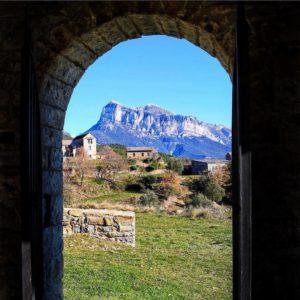 Una ventana a la libertad y el contacto con la naturaleza. ? ? ?? Gracias @patricia.saboya por tus preciosas fotos y por etiquetarnos. Os invitamos a visitar su galería. ? ? ? ?? Síguenos y etiqueta tus fotos con el hashtag @MirAragon . . . · ? ? ? ? ?? Sobrarbe (Huesca) ? ? ? #sobrarbe #Aragón  #aragon #Huesca  #miraragon  #casabiescas #peak  #view  #senderismo  #pyrenees  #montaña #mountains #pirineos  #pirineoaragones  #naturaleza  #nature  #travel #adventure #hike #capture #paisaje #trekking  #viajar #hiking  #trip  #landscape #España #sport #winter