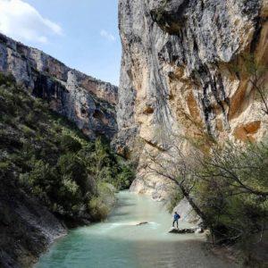 Cañón del Rio Vero. / River Vero Canyon. . ? ? ? ??: Gracias @lilfrmsyd por tus preciosas fotos y por #repost . Os invitamos a visitar su galería. ? ? ? ?? Síguenos y etiqueta tus fotos con el hashtag @MirAragon . . . · ? ? ? ?? Aragòn ? ? ? #Aragón  #MirAragon  #Huesca #Zaragoza #Teruel  #mountains  #naturaleza  #nature  #travel #autumn  #adventure  #casabiescas  #aragon #ruraltop  #naturephotography  #spain  #montaña  #cañondelriovero #riovero #alquezar #españa #aguascristalinas #cañon #meencantalamontaña #aventura #canyon #outdoors #ilovetheoutdoors #nature #familyadventures