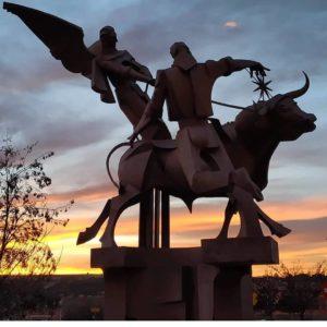 Atardece para pintar de ocres el fondo de la obra de José Gonzalvo. ? ? ? ?? Gracias @bichob por tus preciosas fotos y por etiquetarnos. Os invitamos a visitar su galería. ? ? ? ?? Síguenos y etiqueta tus fotos con el hashtag @MirAragon . . . · ? ? ? ? ?? Teruel ? ? ? #Aragón  #teruel #josegonzalvo #miraragon  #casabiescas #montaña #senderismo  #mountains #sculpture #rural  #sierra #naturaleza  #nature  #travel #winter  #adventure #hike #capture #architecture  #trip #Instagood  #photo #aragon #españa #spain #landscape #hiking #ruraltop #viaje #art