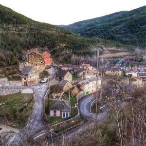 Desde el Barrio Alto. #castiellodejaca ? ? ? ??: Gracias @charotaborda por tus preciosas fotos y por #repost . Os invitamos a visitar su galería. ? ? ? ?? Síguenos y etiqueta tus fotos con el hashtag @MirAragon . . . · ? ? ? ?? Aragòn ? ? ? #Aragón  #MirAragon  #Huesca #Zaragoza #Teruel  #mountains  #naturaleza  #nature  #travel #autumn  #adventure  #casabiescas  #aragon #ruraltop  #naturephotography  #spain  #montaña  #jacetania #caminodesantiago #pirinearagones #pueblosconencanto #megustaesterincon #rinconesdearagon #rinconesdelpirineo #conociendo_espana